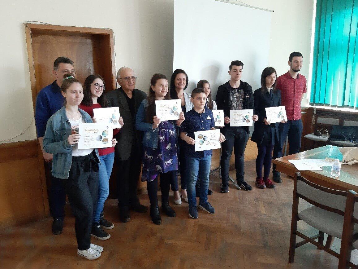 """Ученици от 12 града в България участваха в състезанието """"Учен от НАСА за един ден"""""""